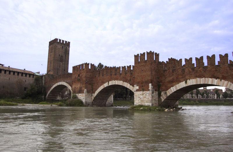 Фото 2, Мост Скалигеров, Верона, Италия